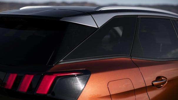 SUV PEUGEOT 3008 HYBRID4 : Toit black diamond