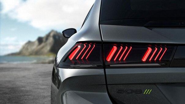 Nouvelle 508 PEUGEOT SPORT ENGINEERED : Feux arrière 3D Full LED à triple griffe PEUGEOT