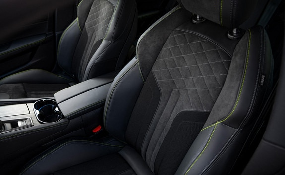 Nouvelle 508 PEUGEOT SPORT ENGINEERED : sièges au maintien optimisé « confort-fit ».