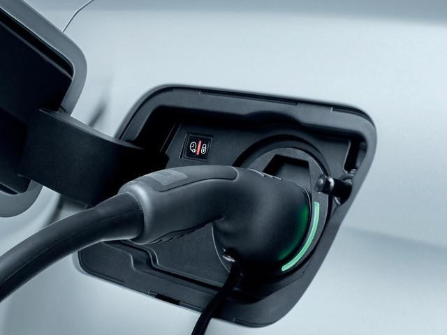 SUV PEUGEOT 3008 HYBRID4 - Plug-in recharge