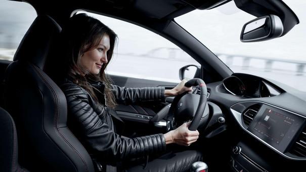PEUGEOT 308 GTi - visuel intérieur lifestyle