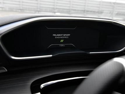 Nouveau SUV PEUGEOT 5008pour les professionnels: Peugeot i-Cockpit® modernisé avec nouveau combiné tête haute