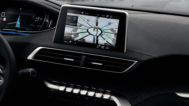 Nouveau suv peugeot 5008 s curit assistance et confort for Interieur 5008 gt