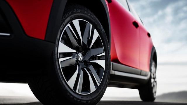 SUV PEUGEOT 2008 : roues stylisées
