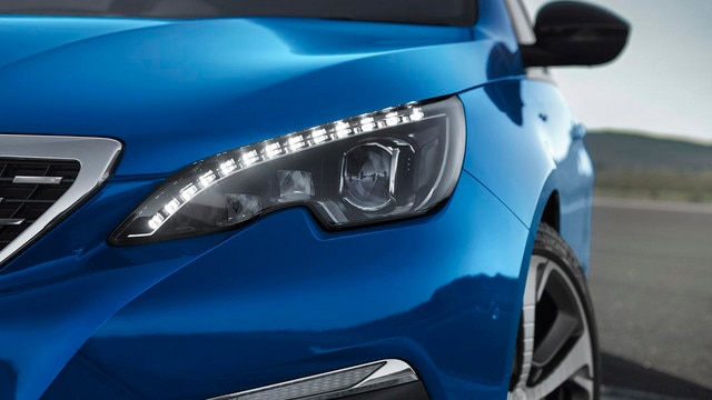 PEUGEOT 308 : projecteurs avant full LED