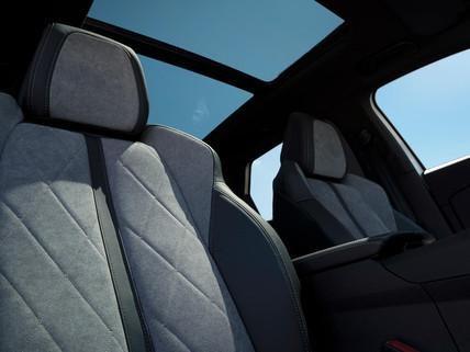 SUV PEUGEOT 3008 HYBRID4 - 4 roues motrices - vue sièges alcantara avant