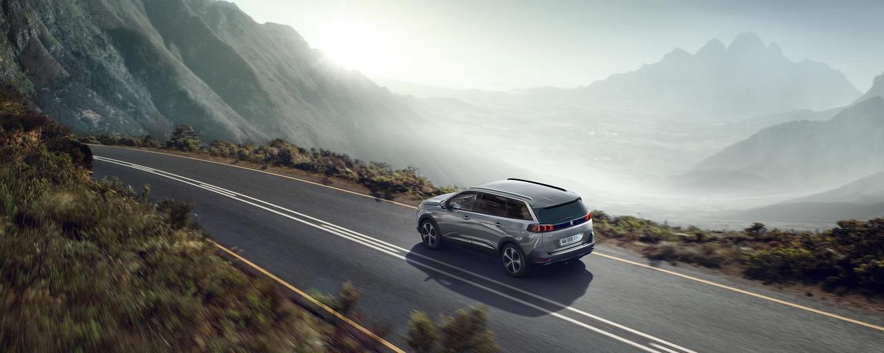 Nouveau grand SUV Peugeot 5008 7 places pour les professionnels.