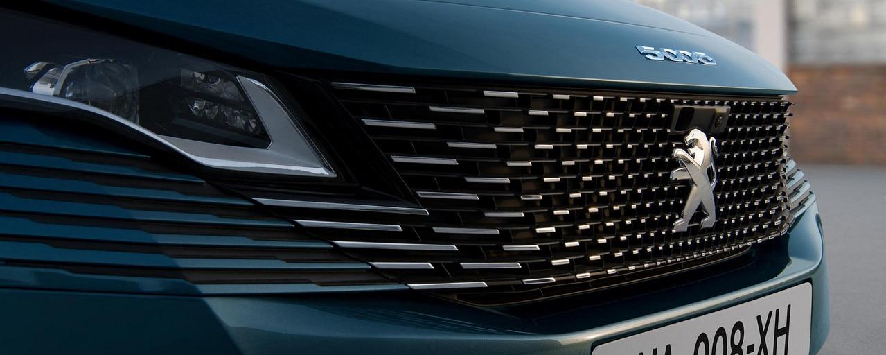 Nouveau SUV PEUGEOT 5008: nouvelle calandre sans cadre