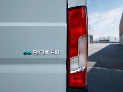 Nouveau PEUGEOT e-Boxer : Le e signe son appartenance à la gamme électrique des utilitaires