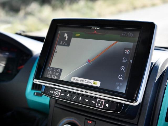 PEUGEOT BOXER 4x4 CONCEPT: Jamais perdu avec la nouvelle navigation tactile de 9 pouces qui permet de rentrer les dimensions du véhicule et ainsi éviter les routes avec d'éventuelles restriction de taille.